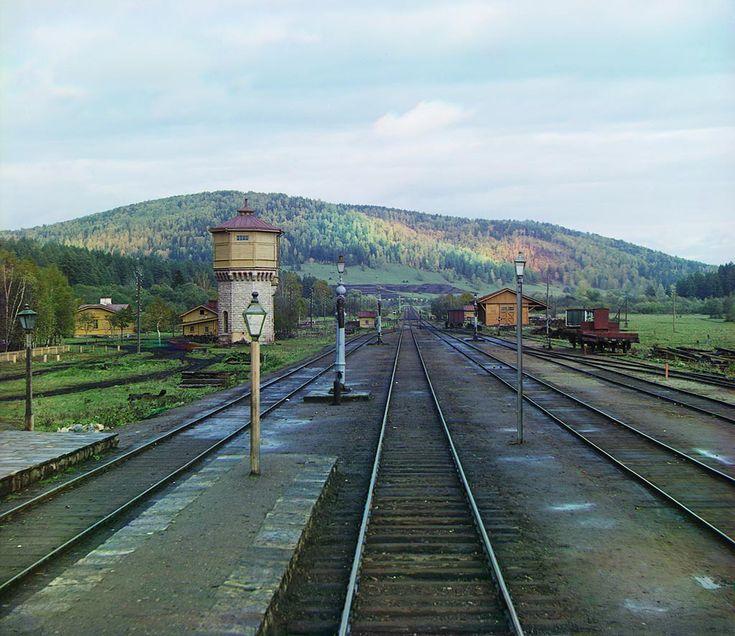 Вид с задней площадки у станции Симская Самаро-Златоустовской железной дороги. [Осень 1909 года]
