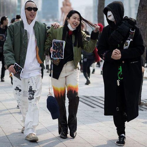 🤘🏾PVNK 🤘🏾  @youngjunkoo @songyeekoo444 and @99percentis at Seoul FW AW17     Photo by @eva.al.desnudo #EvaAlDesnudo for @highsnobiety  #Koo #99percentis #bajowoo #songyeekoo #punk #seoul #seoulfashionweek #highsnobiety #squad #facemask #ddp #streetstyle #fashionweek #korea  (at 동대문디자인플라자 DDP)