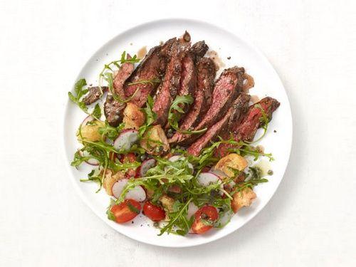 Стейк из говяжьей пашины с салатом из рукколы