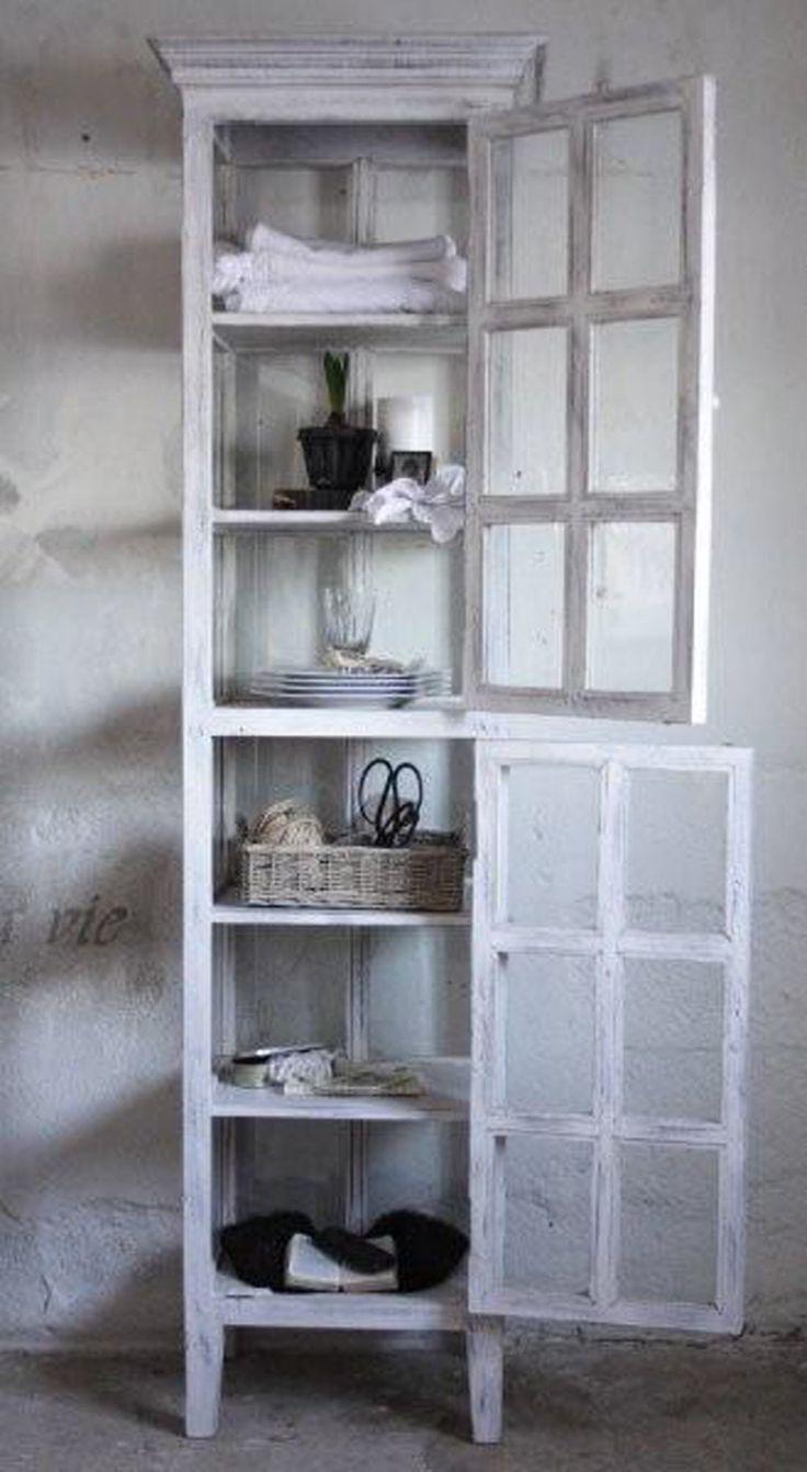 Hoge, smalle kast met 2 deurtjes voorzien van roedeverdeling van Jeanne d'Arc Living bij Aviale.nl