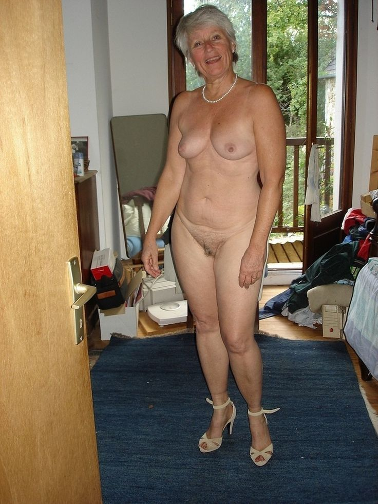 grannies love to flash boobs and pussy 75