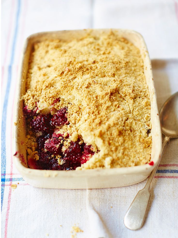You can't beat this apple and blackberry crumble recipe; find the perfect combination of a golden and crunchy top with delicious baked apples and blackberries.