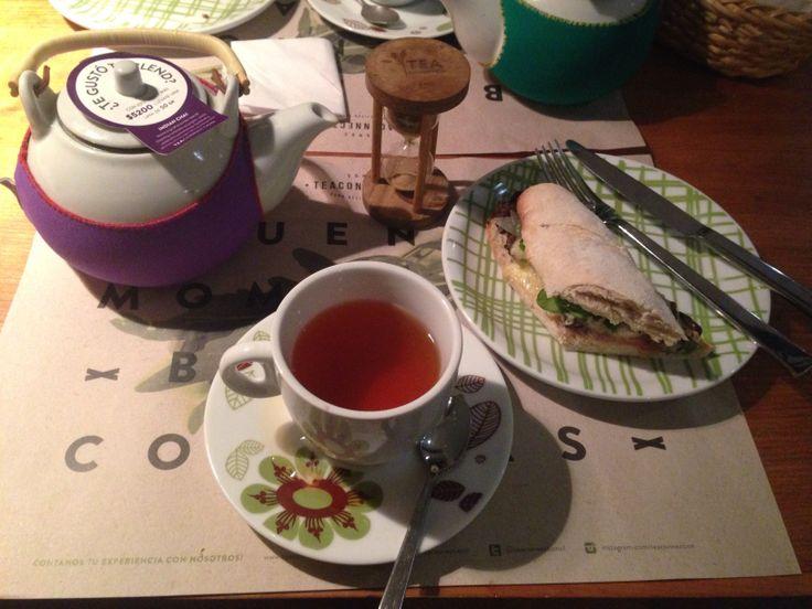 """Tibio lomo vetado en baguet con té Indian Chai. At """"Tea Connection"""", Pedro de Valdivia Norte, Santiago, Chile."""