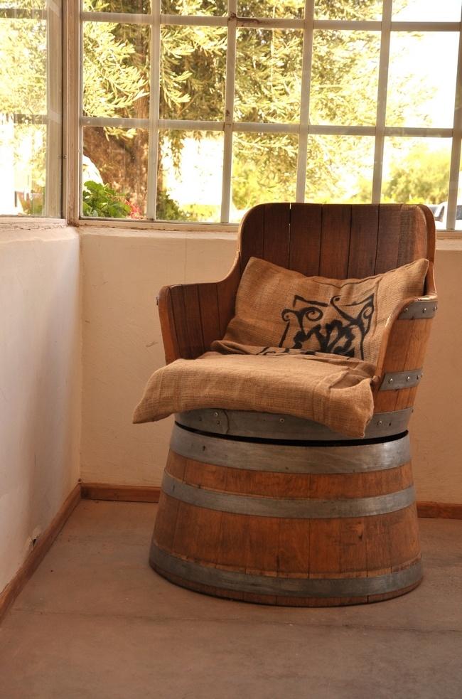 Chaise tonneau à vin