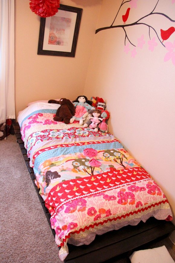 Diy twin bed from wood pallets fabrics twin beds and twin for Simple twin bed frame