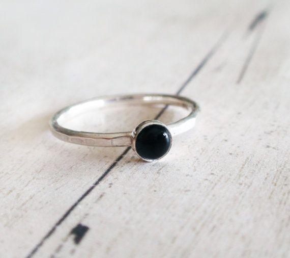 Zwarte onyx ring zwarte edelsteen ring kleine zwarte door Lovender