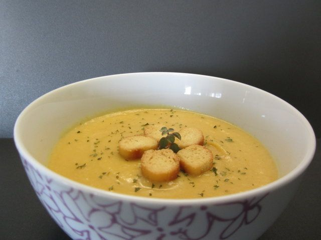 Crema de coliflor y zanahoria. Cream of coliflower and carrots.