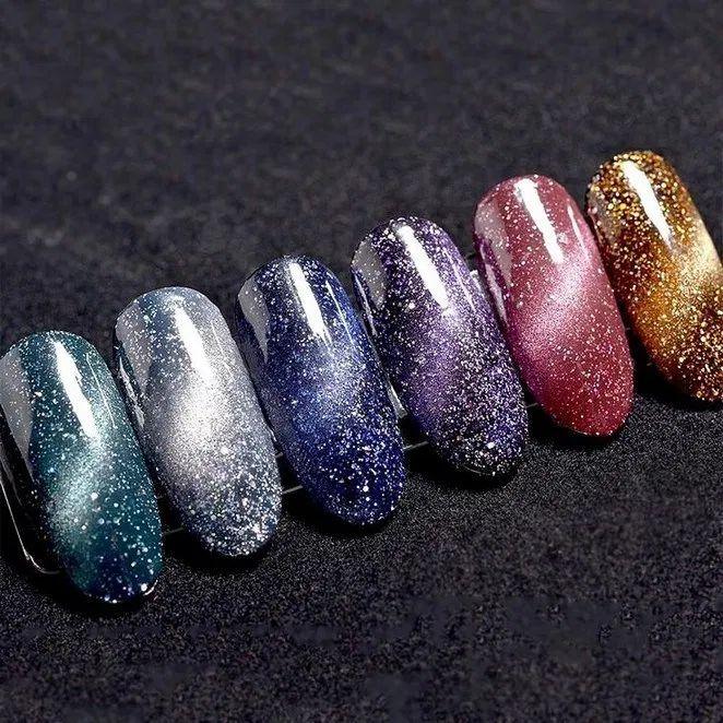 55+ awesome and cool christmas nails and polish design
