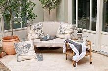 Zobacz zdjęcie meble ogrodowe, stolik kawowy, doniczki na kwiaty, francuskie ozdobne poduszk...