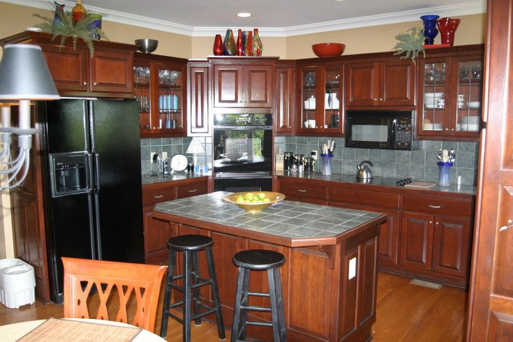 Like the paint color colors for kitchens with cherry for Best wall colors for cherry kitchen cabinets