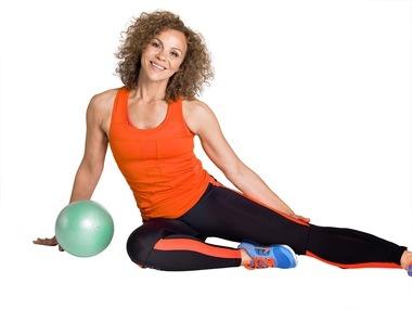Tren hele kroppen på ti minutter   Se Kari Jaquessons 8 enkle øvelser som får deg i form!