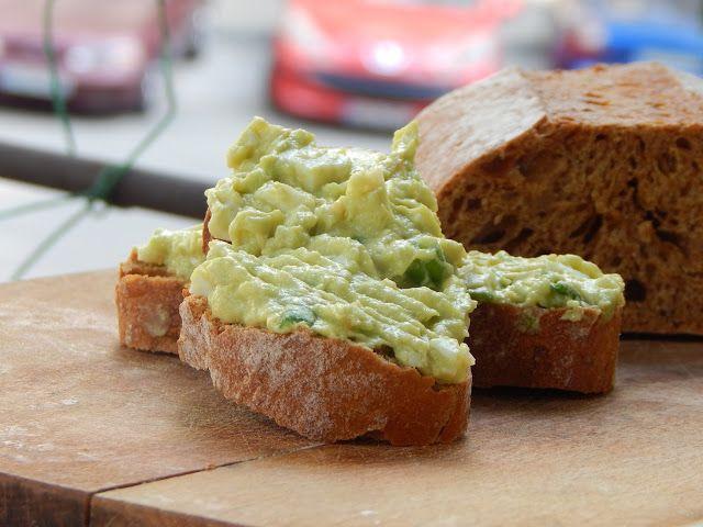 Gâză's Kitchen: Salată cu avocado și ou