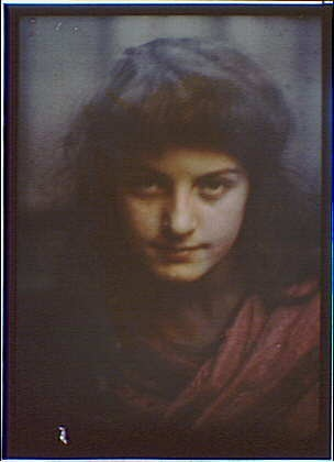 Head,shoulders,dark-haired woman,red,autochromes,portraits,Arnold Genthe,1906