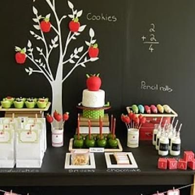 Back to school at it's best!  Red and green liven up the blackboard!