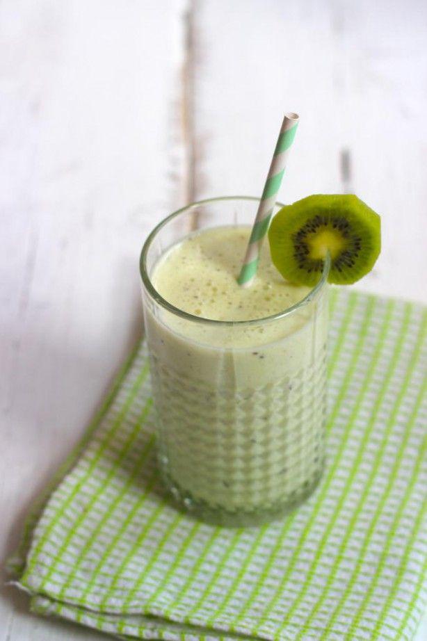 Healthy kiwi smoothie (spinazie-bosbessen-gemengde bessen-banaan-kiwi-avocado)