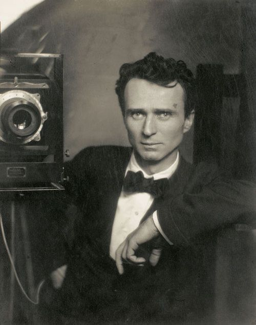 edward steichen, self portrait with a studio camera, 1917.