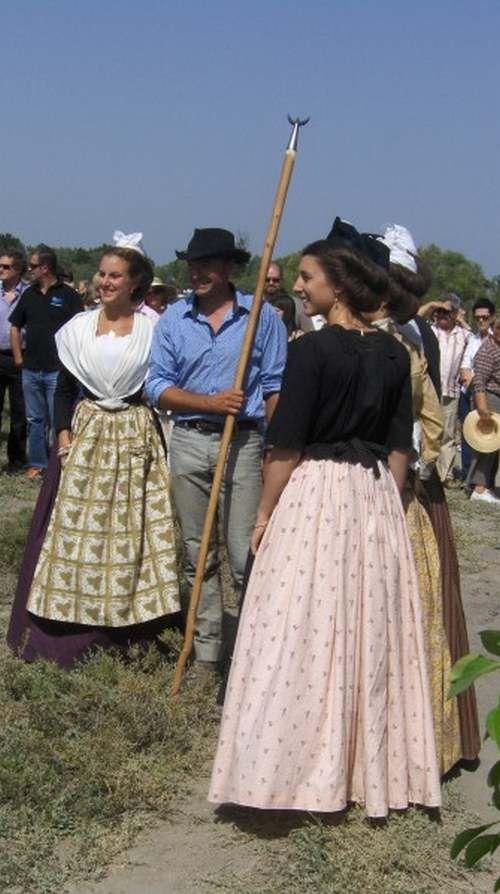 Provence d'Antan : En Camargue - Costumes - Taureaux - - chezmamielucette