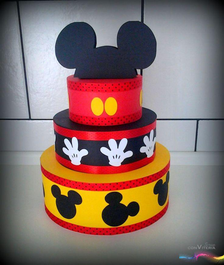 Evento: aniversário - menino - 3 anos Tema: Mickey Mouse Produto: Bolo Fake / Bolo Cenográfico