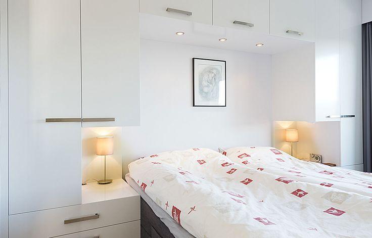 Vi skreddersyr din garderobe etter mål – plassbygget fra gulv til tak – eller frittstående.
