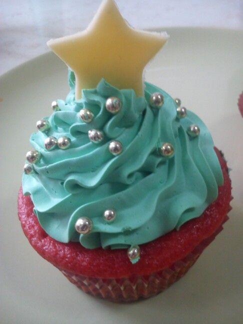 Red velvet vegan cupcake christmas tree