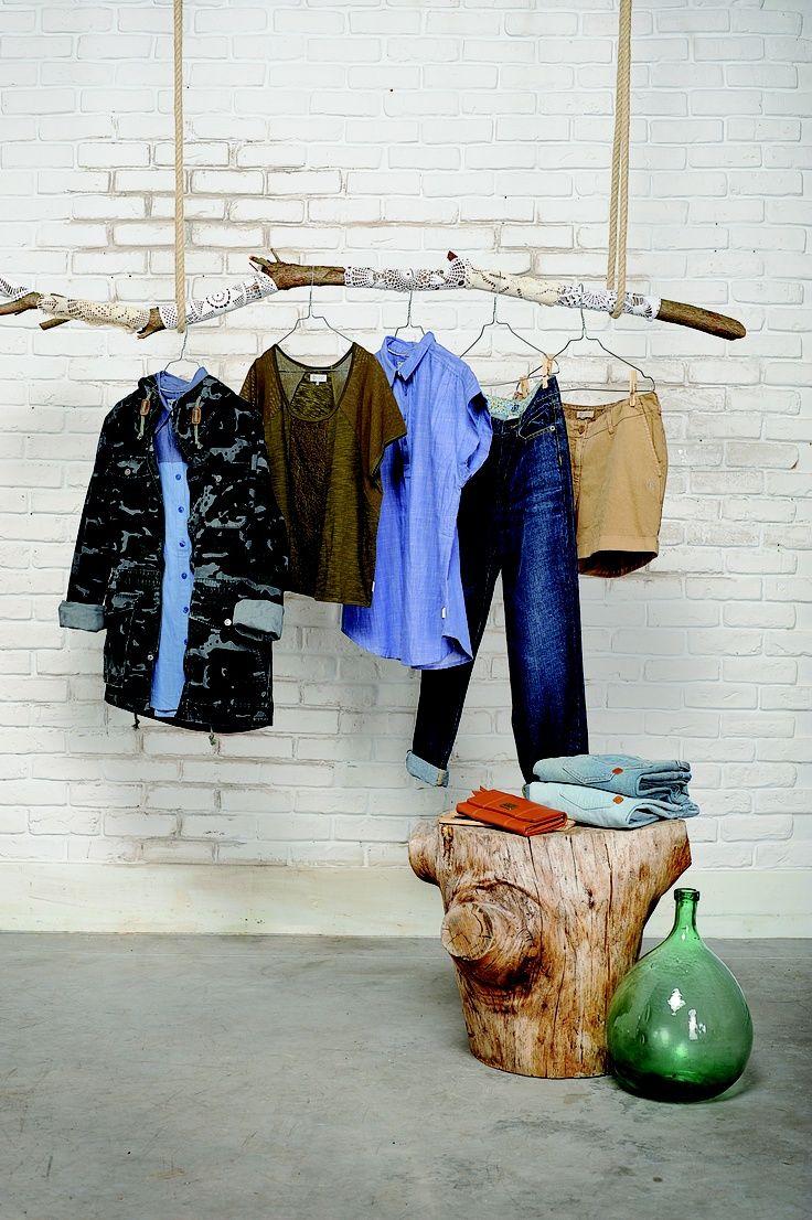 Une branche suspendue pour mes vêtements fétiches - elephant in the room