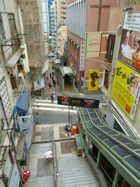 mytripadvice: Hong Kong Mid-levels escalators for a free ride (beats the stairs) of over 800 meters