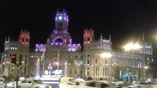 El ayuntamiento de madrid iluminado