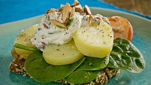 Kartoffelmad med parmaskinke og »crunchy« rygeostcreme | Ugebladet SØNDAG