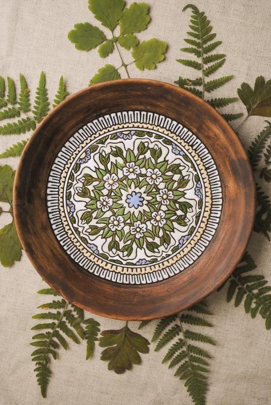 Тарелка с ручной росписью. Диаметр 27 см.