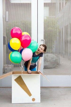 ballon cadeau voor de jarige voor kleintjes zijn alleen de ballonnen al leuk, voor oudere kids stop je geld of een cadeau bon in een ballon