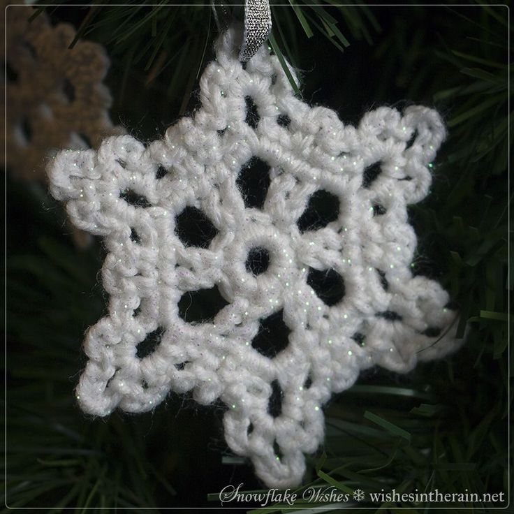crochet snowflake tree ornament - www.wishesintherain.net