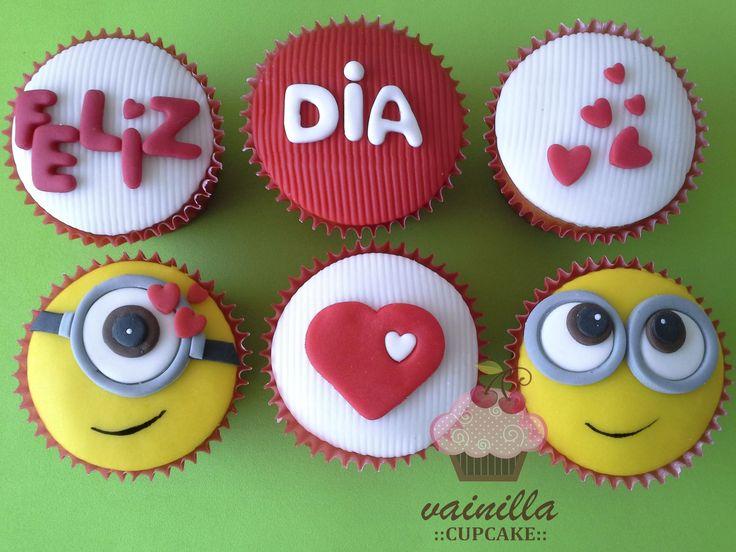 Cupcakes en pastillaje con mensaje y diseño personalizado. #Bogotá. Cotiza los tuyos escribiéndonos a: ventas@vainillacupcake.com  www.vainillacupcake.com