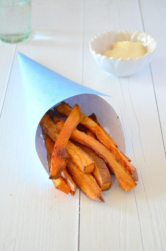 Zoete aardappel friet uit de oven. Heel gezond, weinig koolhydraten en makkelijk om te maken. Healthy Food.