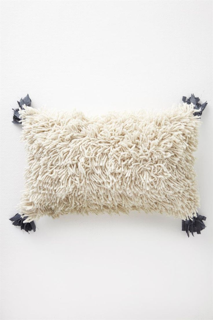 A statement piece for the home, this shaggy cushion is made from a quality wool cotton blend and features contrast linen tassels.The MT Shag On a Rock Cushion comes complete with cushion fill. Composition: Wool/Cotton. Dimensions: 50cm X 30cm