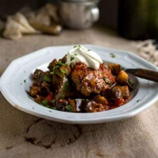 In this healthy ground beef recipe, ground beef patties seasoned with Turkish spices are cooked with eggplant, pepper, tomatoes and herbs to create a delectable stew.