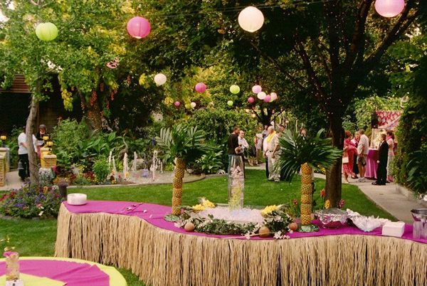 Ideas For Backyard Engagement Party : Top 5 Engagement Party Ideas  Do a Lowkey Luau This laidback theme