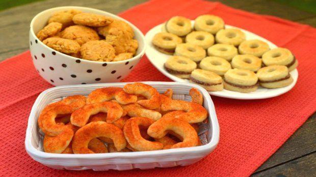 Nejste na sladké? Vyzkoušejte na Vánoce upéct slané cukroví :) Máme pro vás recepty na linecké s uherákem, parmazánové rohlíčky a burákové pracny. A to vše z jednoho těsta!