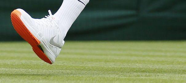 Wimbledon: Federer doit renoncer à ses semelles orange. On ne rit pas avec la tradition de la tenue blanche à Wimbledon. Roger Federer doit laisser au vestiaire ses nouvelles chaussures aux semelles orange.