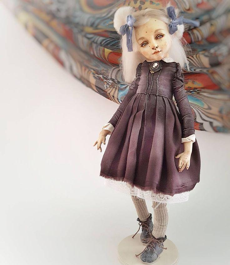 куклоностальгия по детству дошкольному сэсэсэровскому в виде Любочки. Банты синие,  колготки на вырост, ботинки на шнурках.... эх,  детство небосоногое мое, ты вроде все дальше, а не дальше 👭👭👭👭👭👭👭 Любочка,  идейно-портретная кукла. уехала домой. для ознакомления с ценовой политикой, техническими характеристиками, заходите с вопросами в директ. а уже готовые ответы можно найти по активной ссылке в профиле.