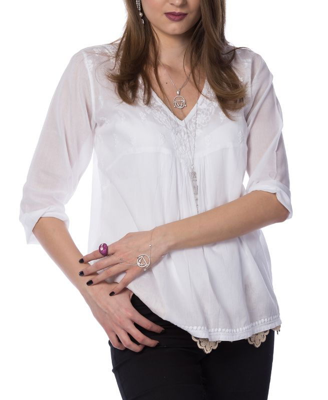 A style that passed the test of time: white cotton shirts with traditional embroidery.  See the new items on www.claudiaflorentina.com !