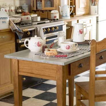 Comptoir de famille french company for home decoration for Table maison de famille