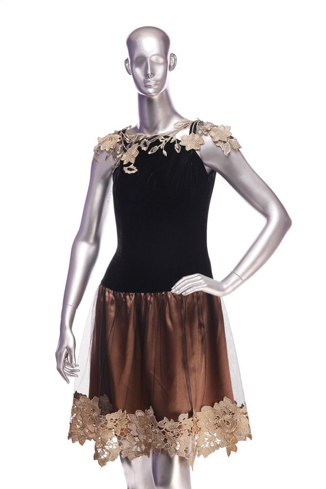 Lace dress. Composition: 60% viscose, 40% polyester. Order by phone:  +40727 781 988