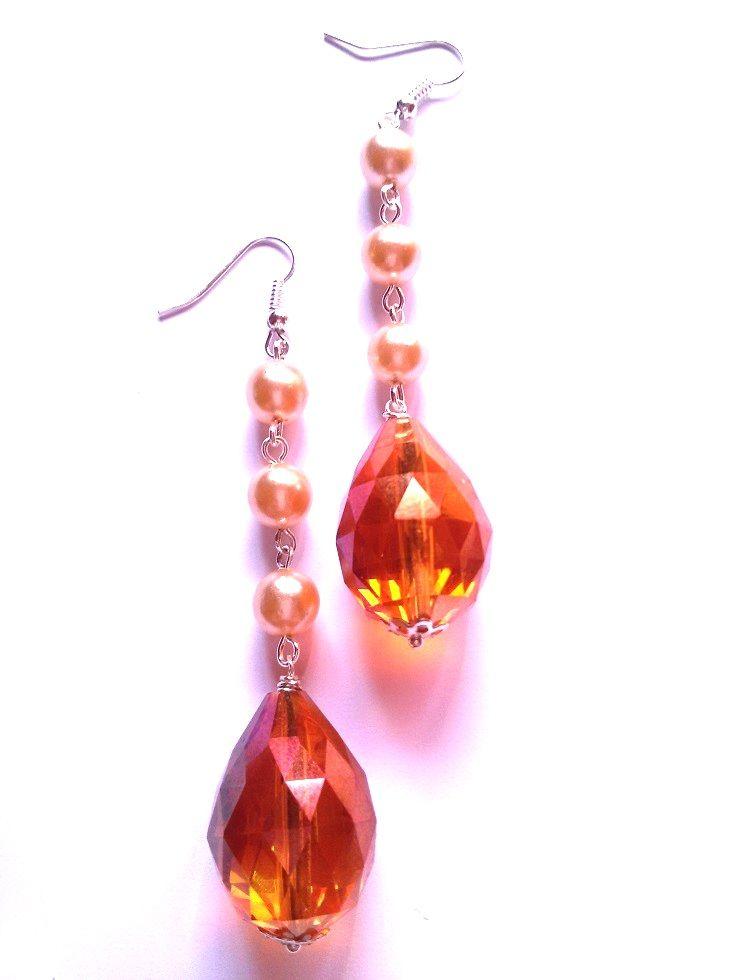 Handmade earrings with brown crystal drop, beige/brown pearls - Orecchini con goccia di cristallo marrone e perle - http://www.alittlemarket.it/orecchini/it_orecchini_crystal_pearl_drop_con_goccia_di_cristallo_marrone_e_perle_-10652613.html