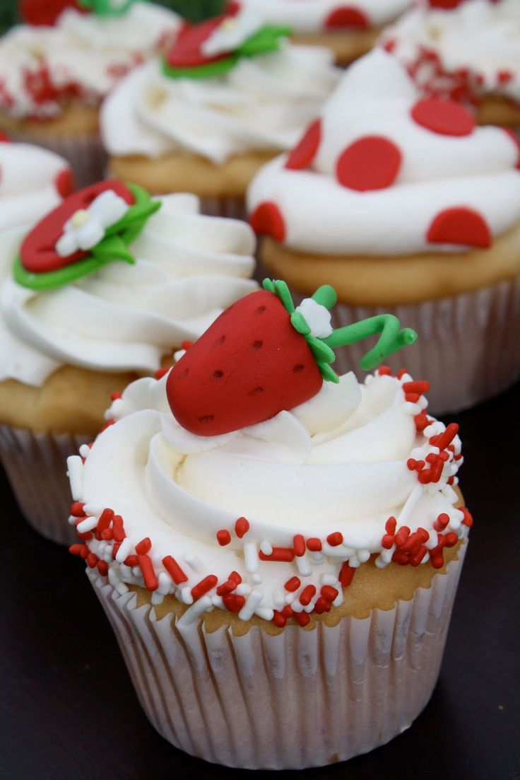 So Sweet And Gorgeous Vanilla Cupcakes Decorated With
