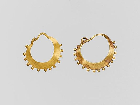 Cyprus, 1st century A.D Roman gold Earring, crescent-shaped, decorated,