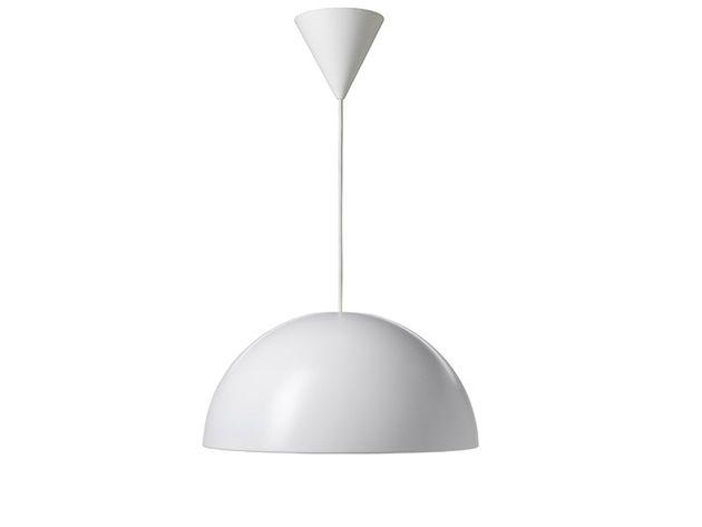 Hvit taklampe i stilrent design