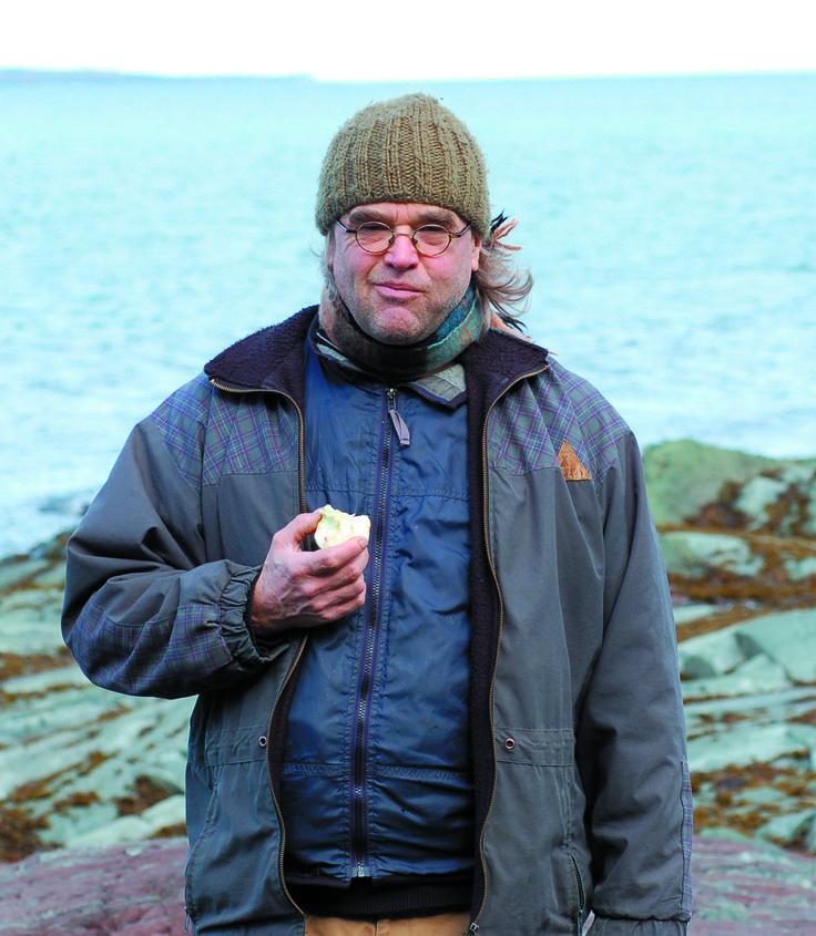 Même s'il est avant tout jardinier, Yves Gagnon partage son expérience et sa passion pour le monde végétal et l'écologie par l'écriture de plusieurs ouvrages sur le jardinage et la culture écologiques. Il est reconnu comme un poète de la terre grâce à son recueil Terre cuite [ambiances climatiques]. À partir de ces vers lucides et engagés, il a produit le spectacle Terre cuite [un cabaret agroalimentaire]. Son recueil de poèmes avec CD Écorchis paraîtra prochainement chez Planète rebelle.
