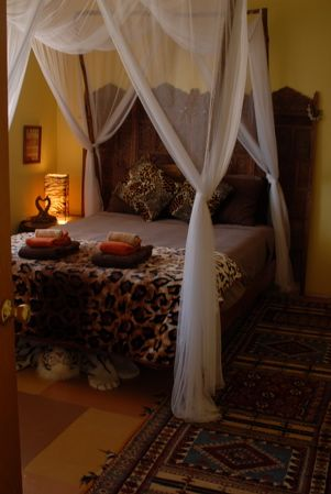 https://www.airbnb.com/rooms/1828555 FAR OUT INN, Safari Room, Jungle, four poster bed, silver birch branches, Shabby chic, bedroom, recycled, romantic, teen room, hand painted floor, guest bedroom, lamp, canopy bed, Indonesian carved screen, mosquito net, warm, hotel, inn, guesthouse,  Maui, Hawaii