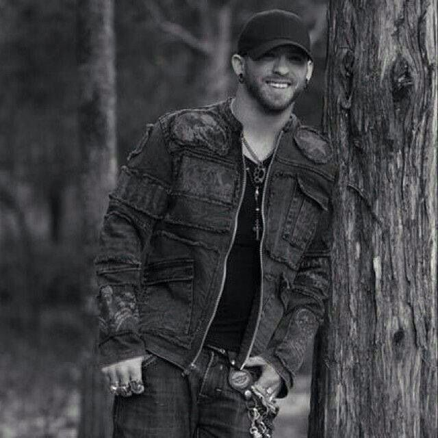 Brantley Gilbert...damn this man is sexy!