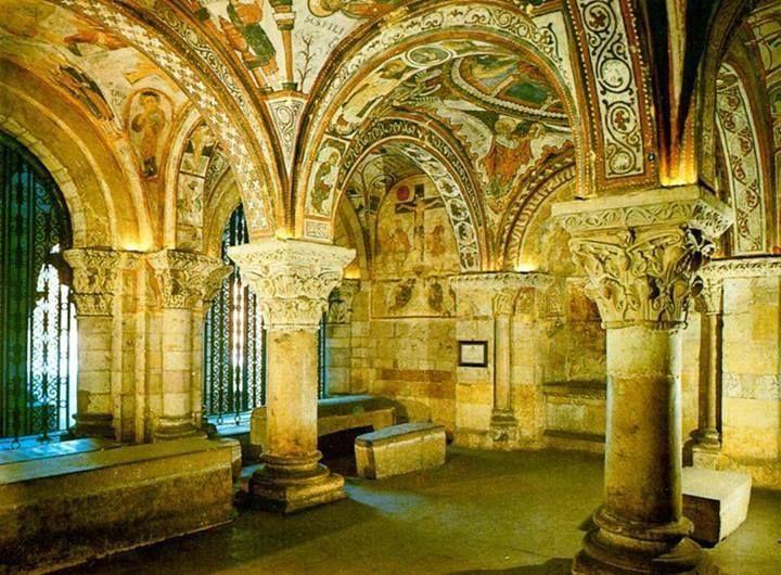 El Panteón de los reyes en San Isidoro, León, España. La Capilla Sixtina del Románico.